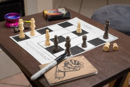 Ajedrez unidimensional en varios diseños y con una versión jugable