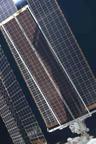Instalado el primero de los nuevos paneles solares desenrollables de la Estación Espacial Internacional