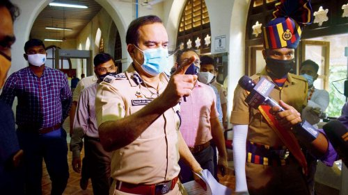Karachi se rocket! Have prima facie evidence to believe that cops behind threat calls by gangster Chhota Shakeel, say SIT officers