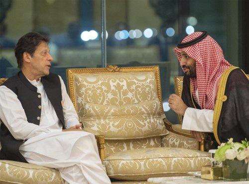 Saudi Arabia agrees to restart Pakistan oil deal to curb Iranian influence: Report