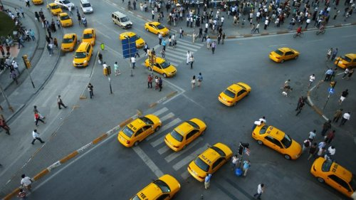 Istanbul: Frustration grows as taxi shortage creates transport angst
