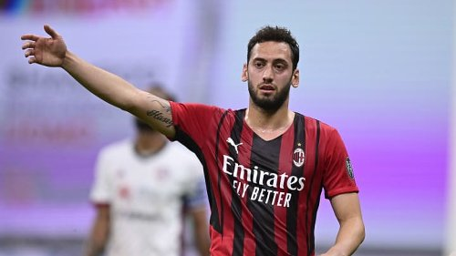 Hakan Calhanoglu Bicara Mengenai Masa Depannya di AC Milan