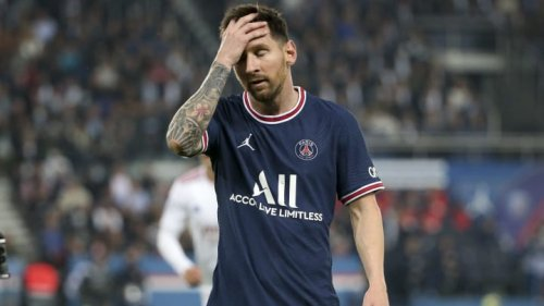 Best Tweets to Lionel Messi's Reaction to PSG Substitution