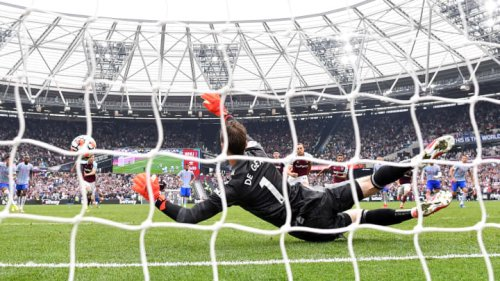 Twitter reacts as Mark Noble misses dramatic penalty in Man Utd win over West Ham