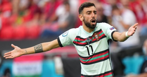 """Mourinho slams Fernandes amid claims he """"was on the pitch but not playing"""""""