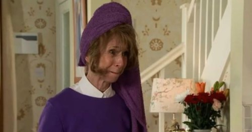 Corrie fans distracted by awkward towel blunder as Gail makes return to cobbles