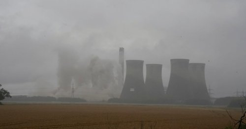 Crowds gather as 4 landmark 300-ft cooling towers get destroyed at power station