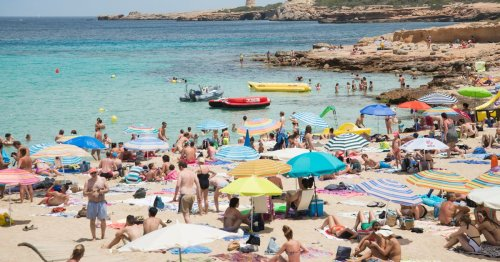Warning to Irish tourists over key travel advice as holidaymakers left stranded