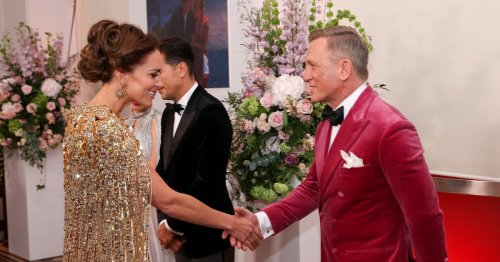 Daniel Craig tells Kate she looks 'jolly lovely' at James Bond movie premiere