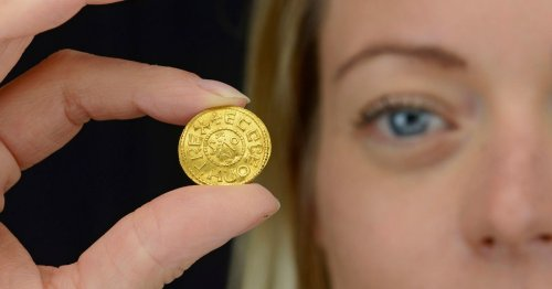 Treasure hunter finds ultra-rare gold coin worth £200,000 with metal detector