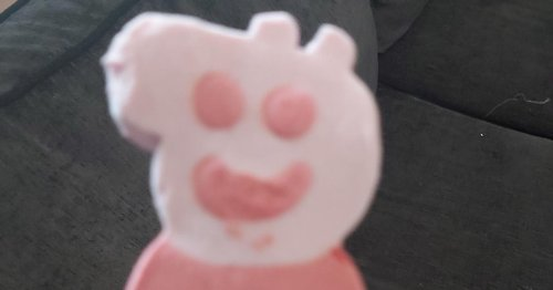 Aldi shopper has good giggle after noticing Peppa Pig ice cream looks very rude