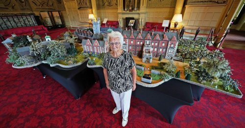 Queen 'impressed' as woman spends hours knitting 18ft-long Sandringham replica