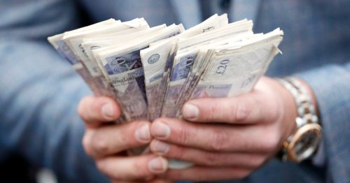 One in four Brits earn extra £530 a month - thanks to a second source of income