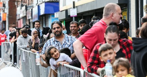 Chaos as huge queues fill streets after takeaway offers fish and chips for 45p