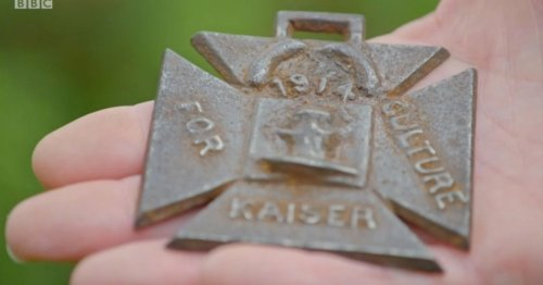 Antiques Roadshow guest gutted over truth behind WWI medal found on the beach
