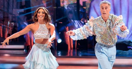 Strictly fans accuse Karen Hauer of purposely losing dance off with Greg Wise