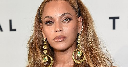 Beyonce sparks Photoshop speculation as fans point out altered stairs in snap