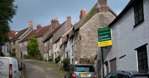 Run-down cottage on iconic 'Hovis Hill' sold at auction for £165,000