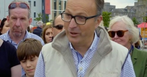 Antiques Roadshow guest stunned after learning history behind aunt's jewellery