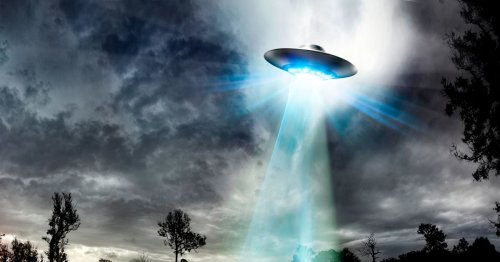 Aliens will crush humans in horror war and 'crack Earth like nut' claims expert