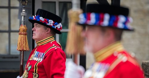 £30k a year and a Tower of London flat - the Beefeaters are hiring