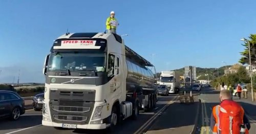 Port of Dover blocked by Insulate Britain activists following M25 protest ban