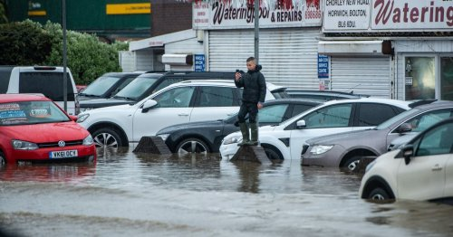 'Major flood' hits part of Bolton with people asked to avoid the area