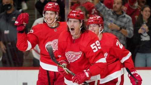 Tyler Bertuzzi scores four, but Red Wings squander late lead, lose to Lightning in OT