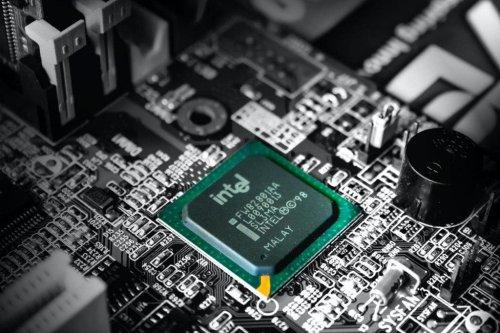 Intel prüft kurzfristige Herstellung von Halbleitern für Autoindustrie