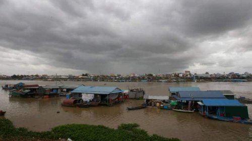 Cambodia Orders Dismantling Of Floating Houses Along River Tonle Sap, Aims To Reduce Environmental Pollution