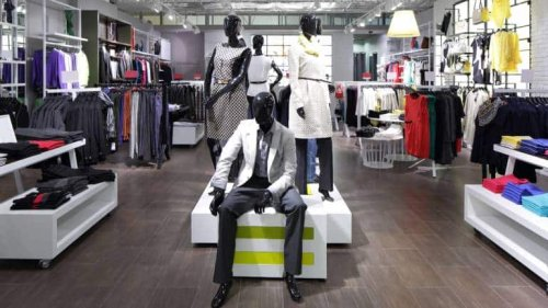 Retailers Lose $25-30 Billion In Revenue, Pin Hopes On Festive Season