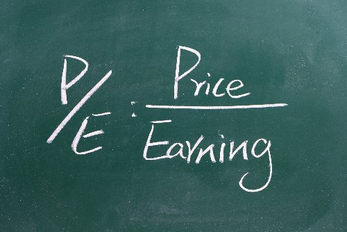 What Is the Price to Earnings (P/E) Ratio – Definition, Formula & Limitations