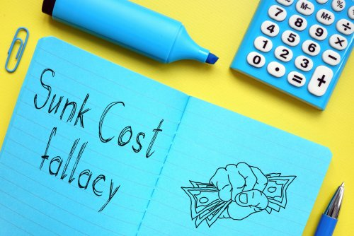 What Is the Sunk Cost Fallacy – Examples and How to Avoid This Effect