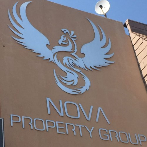 Moneyweb editor physically and forcefully denied entry to Nova's AGM