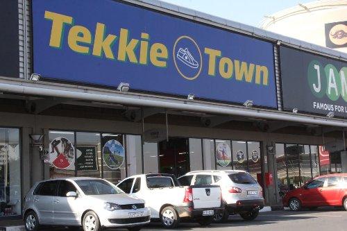 Voormalige direkteure van Tekkie Town doen aansoek vir Steinhoff se likwidasie