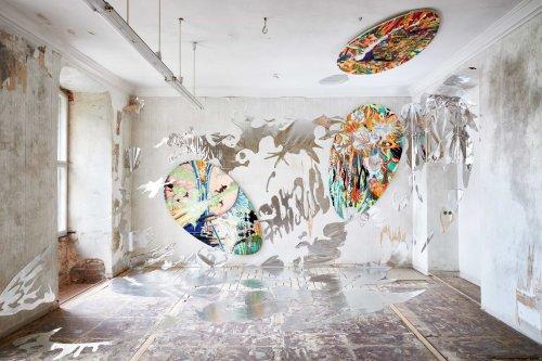 Ausstellung Rohkunstbau auf Schloss Lieberose: Leben ist Risiko