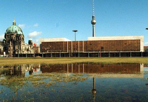 Die politische Mitte: Wo heute das Humboldt Forum steht, eröffnete vor 45 Jahren der Palast der Republik
