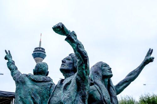 In Düsseldorf steht nun ein Denkmal für sexuelle Vielfalt