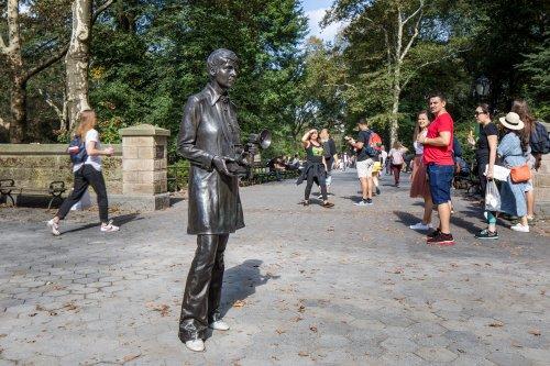 50 Jahre nach Tod: US-Fotografin Arbus in New York mit Statue geehrt