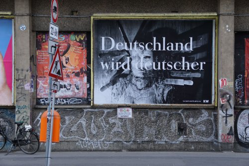"""Katharina Sieverdings """"Deutschland wird deutscher"""": Wie gehen wir mit der Provokation von damals um?"""