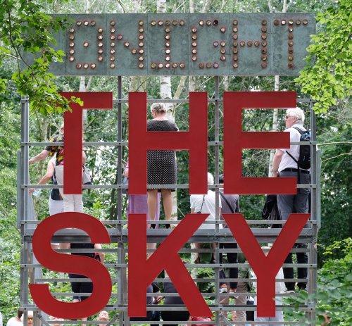 Stufen zum Himmel: Kunst weist den Weg zur Himmelsscheibe von Nebra