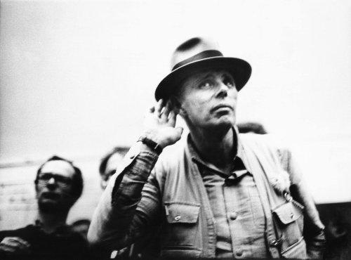 """Beuys als Pop-ulist: Sein Rockschlager """"Sonne statt Reagan"""" ist besser als sein Ruf"""