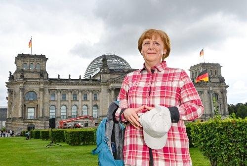 Der Kanzlerin neue Kleider - Merkel als Wanderin bei Madame Tussauds