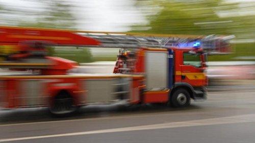 Zwei brennende Autos: Polizei geht von Brandstiftung aus
