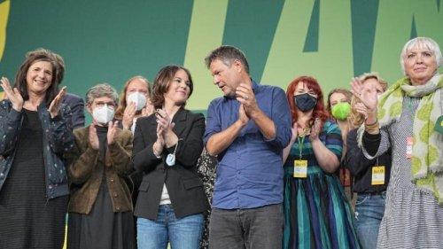 Grüne stimmen für Koalitionsverhandlungen mit SPD und FDP