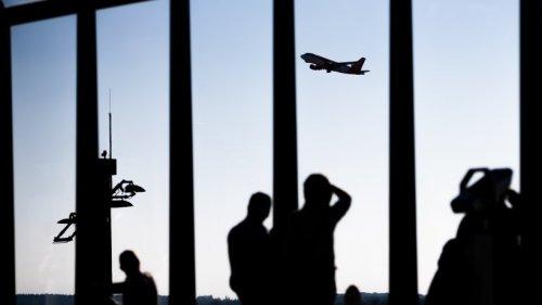Flughafen BER: Nur eine Piste - Flugzeug-Stau über dem Airport