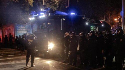 """Berlins Innensenator verurteilt """"blinde Zerstörungswut"""""""