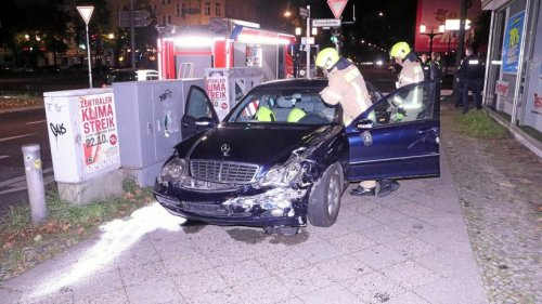 Unfallfahrer schrauben Kennzeichen ab und fliehen zu Fuß