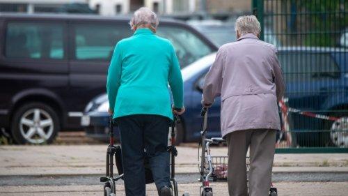 Rente: Für diese Rentner gibt es jetzt Hunderte Euro mehr im Monat