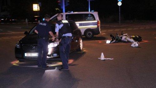 Verfolgungsfahrt: Polizeiauto stößt mit Motorrad zusammen